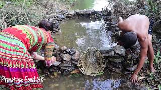 Primitive Technology: Build Fish Tanks On The River - Special Way Of Catching Fish