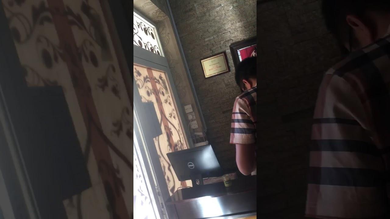 迪拜的新疆人餐館 - YouTube