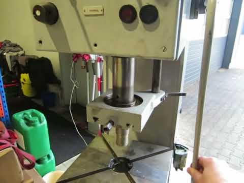 WMW PYE 10 x 250 Single Column Press - Hydraulic