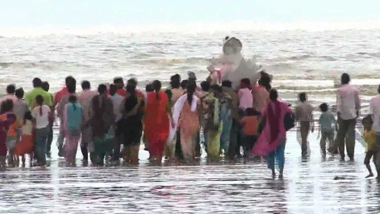 A quick Ganpati Visarjan in Bhavnagar!!! - YouTube