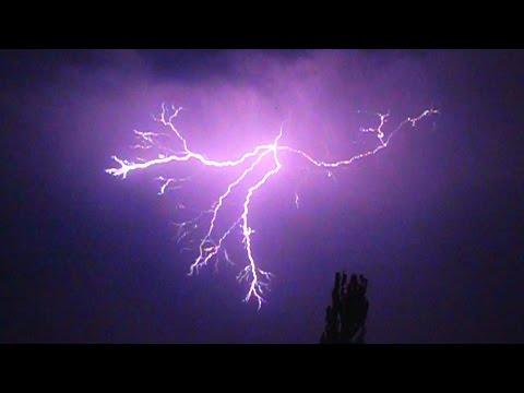 Download Youtube: Lightning Strikes in super slow motion - 1000fps