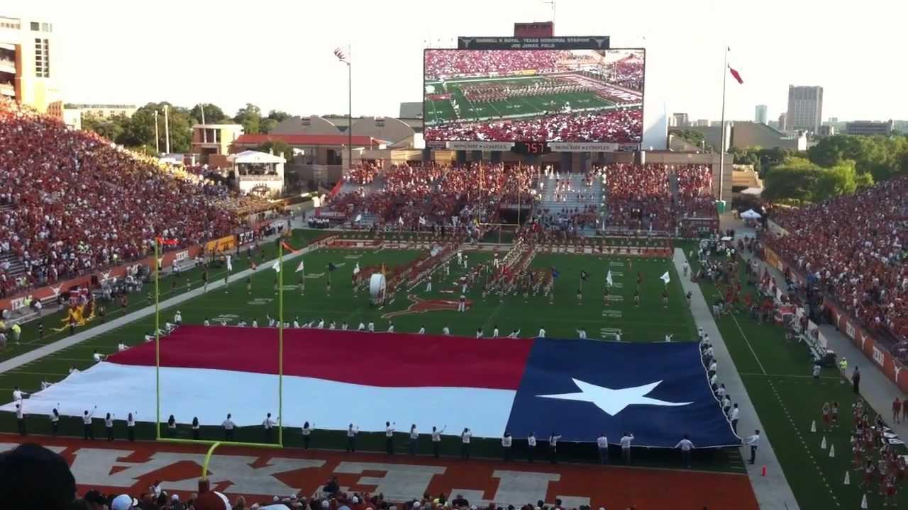 University Of Texas Football 2012 Stadium Team Enterance On Gargantua Tron Tv Darrell K Royal Youtube