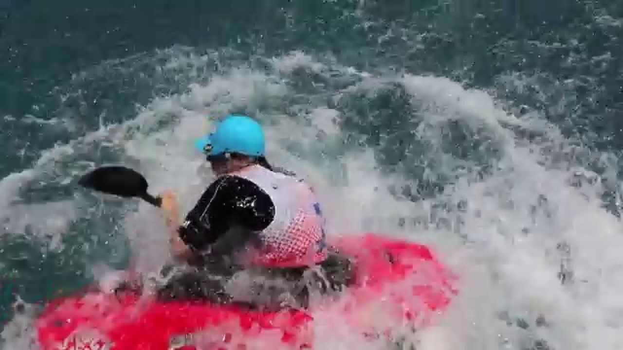 Exhibici n de kayak freestyle en la piscina ol mpica de for Piscina olimpica barcelona