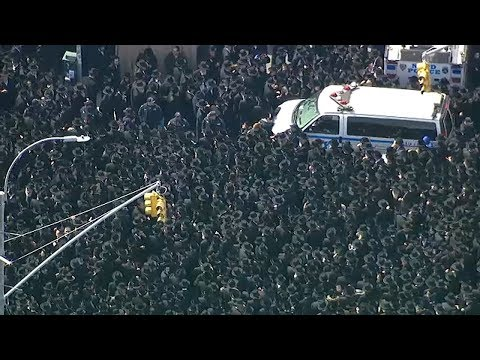 Thousands crowd Brooklyn streets for grand rabbi's funeral; 2 officers hurt