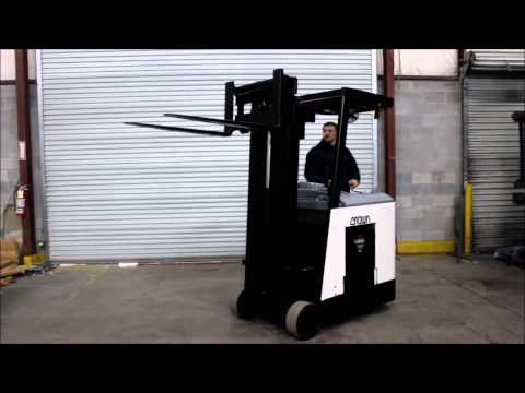 2002 CROWN RC 3000 SERIES ELECTRIC RYDER FORKLIFT YouTube