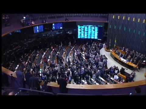 Plenário aprova criação do Sistema Único de Segurança em semana de protestos contra prisão de Lula