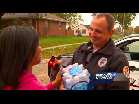 Woman brings officer to tears with gift of food, water