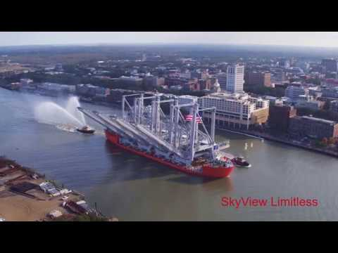 Cranes on Heavy Transport Vessel The Swan