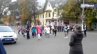 Танцующий гаишник в Смоленске(, 2015-10-09T07:03:11.000Z)