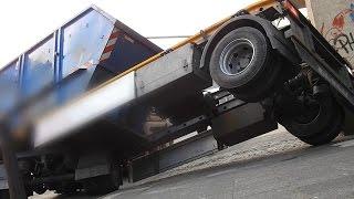 NRWspot.de | Container auf LKW nach Vollbremsung verrutscht – gefährliche Schräglage