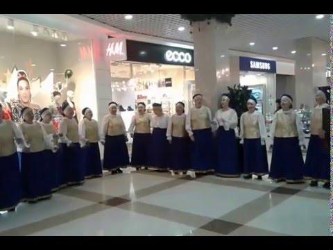 Видео: Народный хор в торговом центре