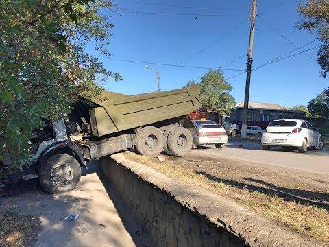 Авария в Красном Сулине. Водитель выпрыгнул из кабины.