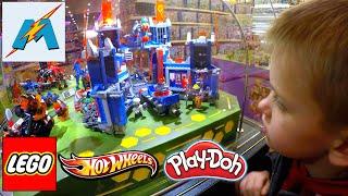 Огромный магазин ИГРУШЕК   Идем в магазин игрушек купим Лего Ниндзяго смотрим Хот Вилс, Плей До