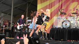 No Doubt - Spiderwebs (Fan gets scolded by Gwen Stefani) @ New Orleans Jazz Fest 5-1-2015