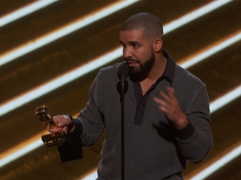 Drake breaks record at Billboard Music Awards