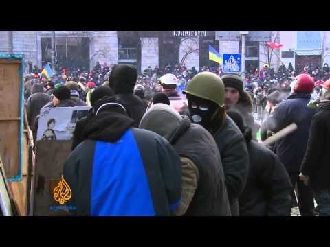 Protesters and police clash in Kiev