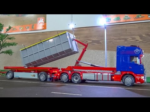 FANTASTIC RC truck in 1:32 scale! Amazing container Scania + trailer!