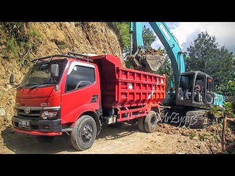 Kobelco SK200 Excavator Loading Dump Truck