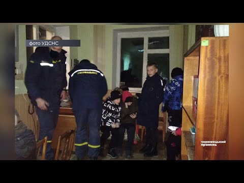 Чернівецький Промінь: На Буковині рятувальники відбуксирували автобус з футболістами, який застряг посеред дороги