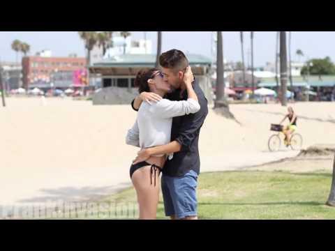 EMBRASSER UNE CELEBRITE EN 10 SEC - Kissing Prank