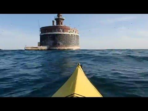 Wilson Ave Crib Lighthouse & Chicago Skyline - Kayaking Chicago Lakeshore