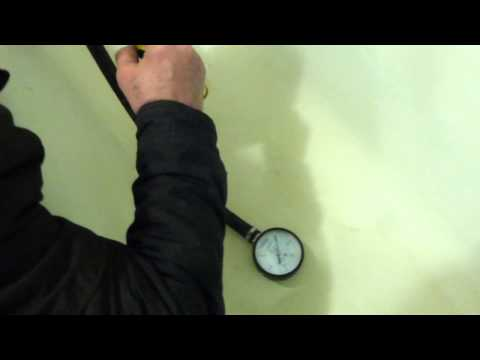 Так в Череповце замеряют давление воды манометром сантехники.