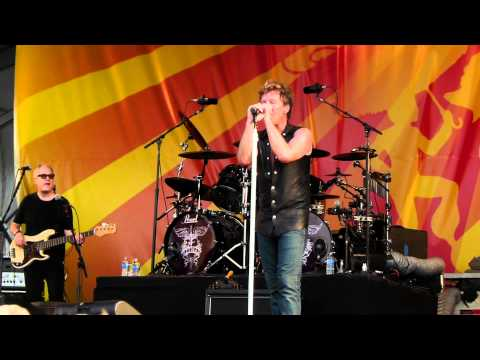Lay Your Hands on Me Live Bon Jovi New Orleans Jazz Fest April 30, 2011 04/30/2011 live in HD