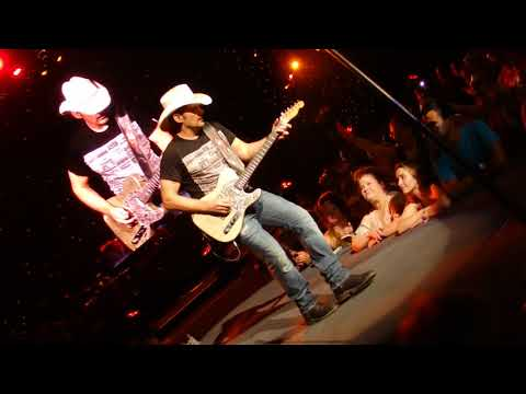 Brad Paisley - This Is Country Music - Chicago 2017
