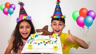 Heidi e Zidane fazendo delicioso pastel para a festa de aniversário em casa
