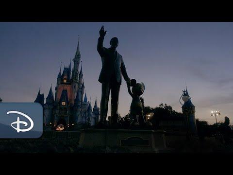 Walt Disney World hälsar sina besökare tillbaka I rätt bisarr välkomstvideo