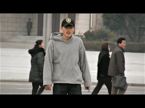 Pyongyang: Inline skater-North Korea 北朝鮮 ローラースケートの兄貴(平壌の世界016)