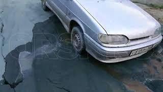 В Орске машина ушла под землю после коммунальных работ