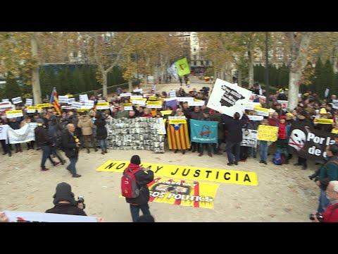 """Políticos catalanes se concentran frente al Tribunal Supremo contra la """"regresión democrática"""""""