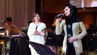Gambar cover Music Malaysia - Siti Nurhaliza w/ Azie Syed Sobrie Live