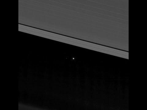 La nave Cassini mira por última vez a la Tierra desde los anillos de Saturno