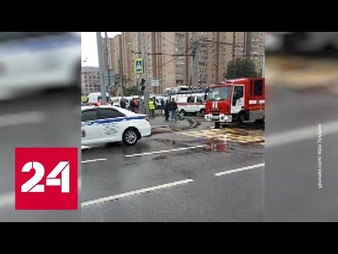 Автобус с китайскими туристами врезался в столб в Москве - Россия 24