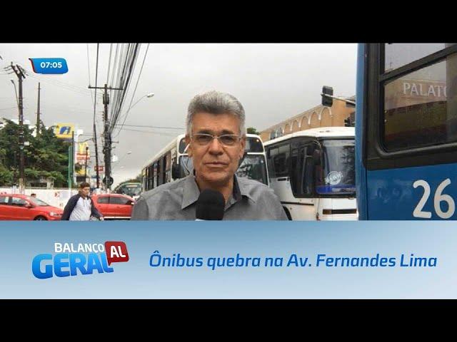 Ônibus quebra e provoca congestionamento na Avenida Fernandes Lima
