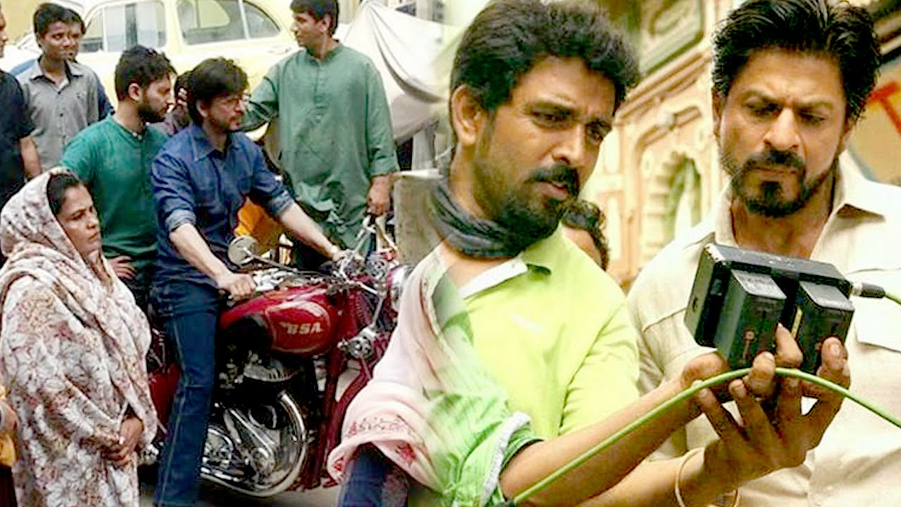 Download Shahrukh Khan Hot Look Riding A Bike On The Sets Of RAEES