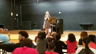 Kristen Bell entertains Hurricane Irma evacuees