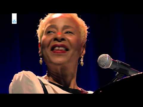 Jocelyn B. Smith LIVE Konzert