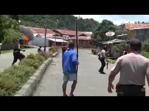 Perang Di karulu polisi vs penduduk lokal