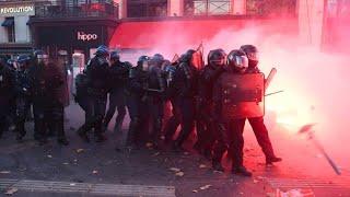 """Straßenschlacht in Paris: Proteste gegen Polizeigewalt und """"Artikel 24"""""""