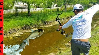 AMAZING 2 FISH 1 ARROW SURVIVAL BOWFISHING CHALLENGE!