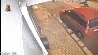 Incendia auto della sorella