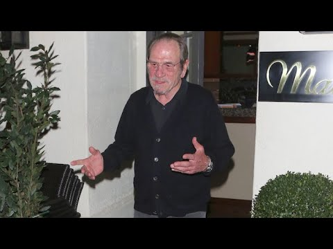 Tommy Lee Jones Nearly Blinded By Flashbulbs After Dinner In Beverly Hills Mp3