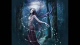 Il giardino dei salicinotte di festanel bosco del reluna si sbronzainciampa in rugiadariempiono un fioredei sogni più belliquelli che pochi azzardanodai peta...