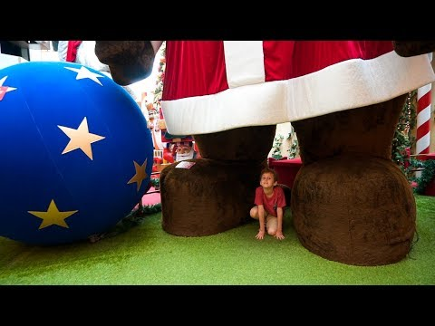 SANTA CLAUS IN THE CHRISTMAS WORLD OF GIANT ANIMALS for KIDS