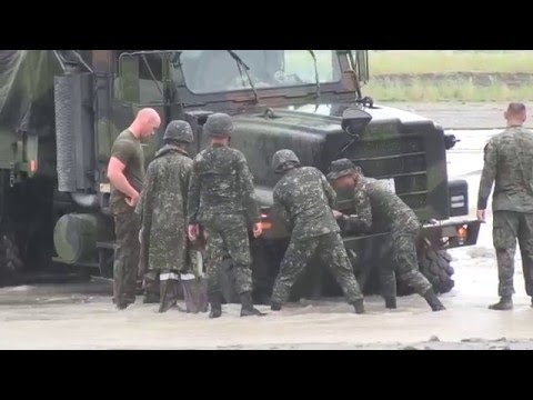 US Marines and Philippines Soldiers Recover the  Stuck Equipment