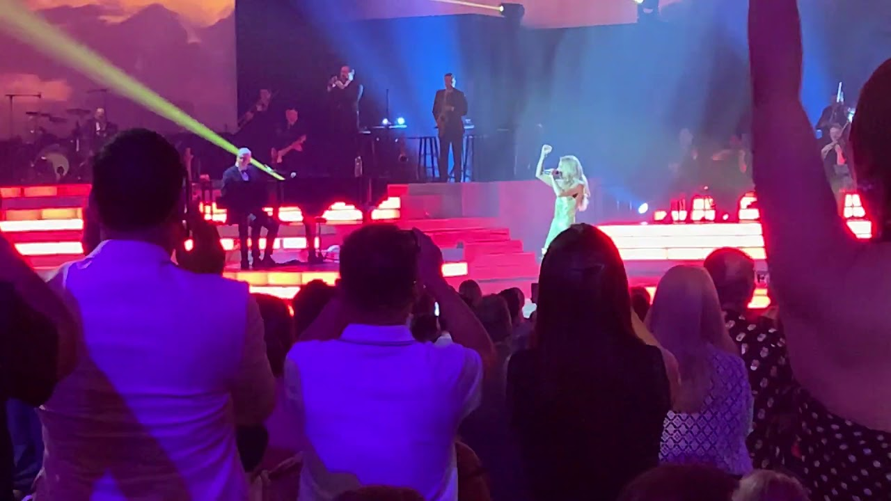 Céline Dion - Flying On My Own (Live from Las Vegas) - YouTube