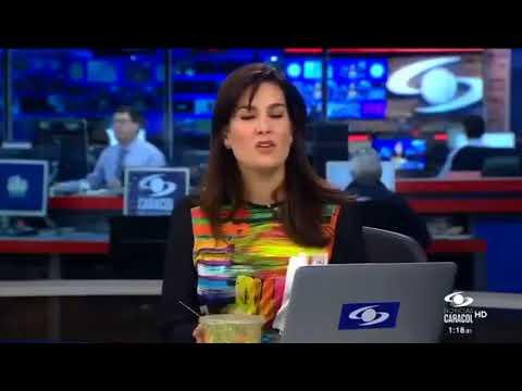 Vanessa de la Torre comiendo en Noticias Caracol.